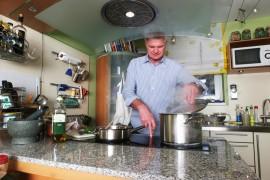 Een tip om goed te ventileren is om de afzuigkap na het koken nog een kwartier aan te laten staan.© Thomas Wagner - Fotolia