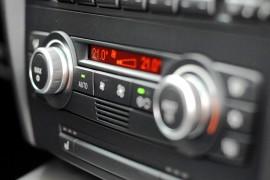 Het is belangrijk uw airco goed te onderhouden. Reparatuur van de auto airco kan u veel geld gaan kosten.©dpchung - Fotolia