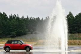 Ook in de winter is auto airco handig om te hebben om bijvoorbeeld de ruit te ontwasemen.©Daniel Hohlfeld - Fotolia