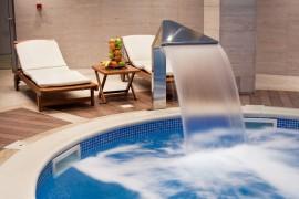 Een zwembad en sauna zijn plaatsen waar koeltechniek onontbeerlijk is. Koeltechniek is het koelen van een ruimte, waarbij de onttrokken warmte ergens anders in de ruimte weer wordt afgegeven.©