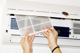 Vraag een monteur bij de jaarlijkse controle van uw airco of het filter nog schoon genoeg is. ©Cyril Comtat - Fotolia