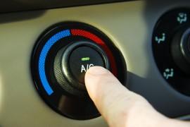 Bij Climate Control wordt de temperatuur in uw auto automatisch geregeld. Bij Climate Control wordt de temperatuur in uw auto automatisch geregeld. ©gmcgill - Fotolia