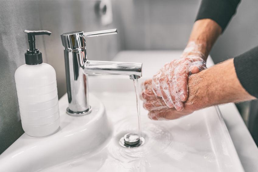 Handen wassen en 1,5 meter